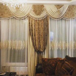 Прямые шторы в спальне